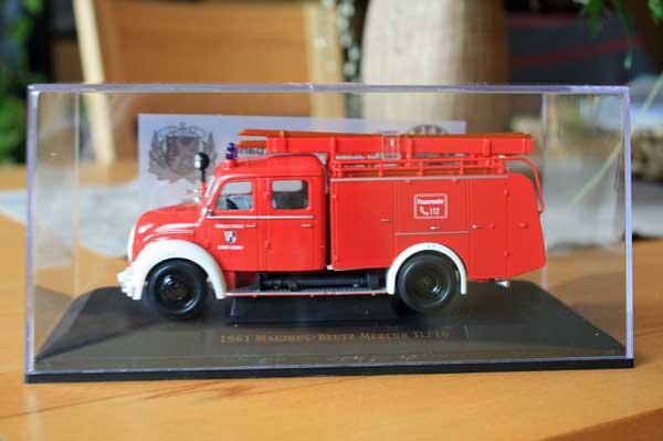als Gedächtnisstütze ein altes Feuerwehrauto...