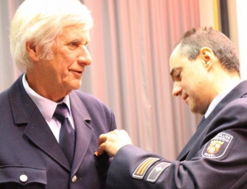 Ein  Alterskamerad aus Nassau wurde für seine Verdienste geehrt