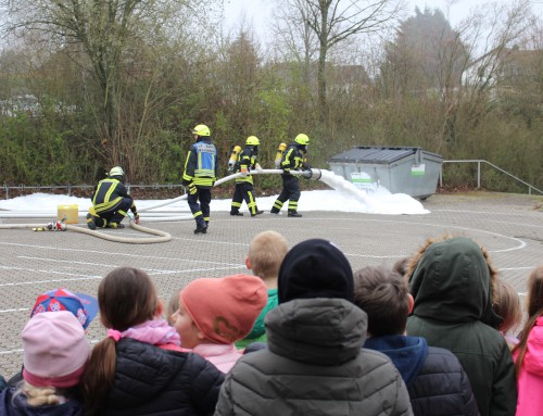 Feuerwehr kam zu Kindern in die Grundschule