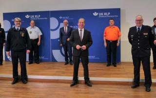 Staatssekretär Randolf Stich gratulierte den Preisträgern der Bambini- und Jugendfeuerwehr-Challenge der Unfallkasse Rheinland-Pfalz und des Landesfeuerwehrbands